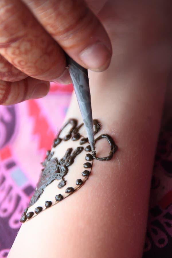 Tillfällig tatuering i henna, arkivfoto