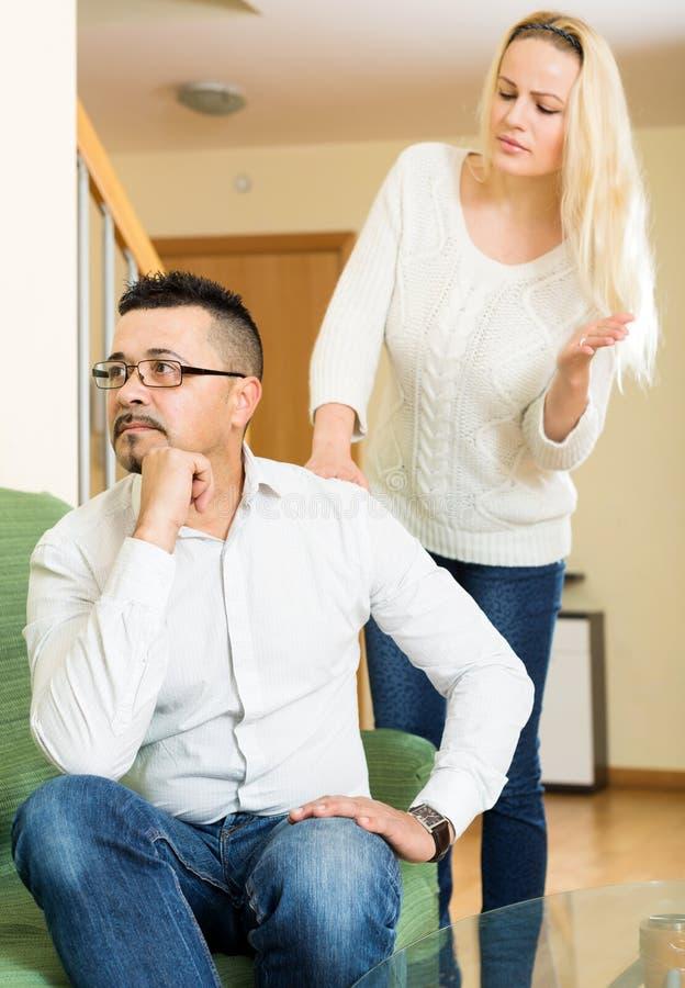 Download Tillfälliga Familjen Som Den Har, Grälar Arkivfoto - Bild av skilsmässa, gräla: 76700066