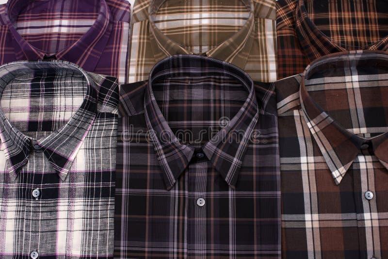 Tillfälliga mäns skjorta royaltyfri bild
