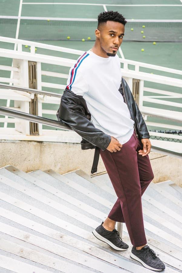 Tillfälligt mode för ung man i New York royaltyfria foton