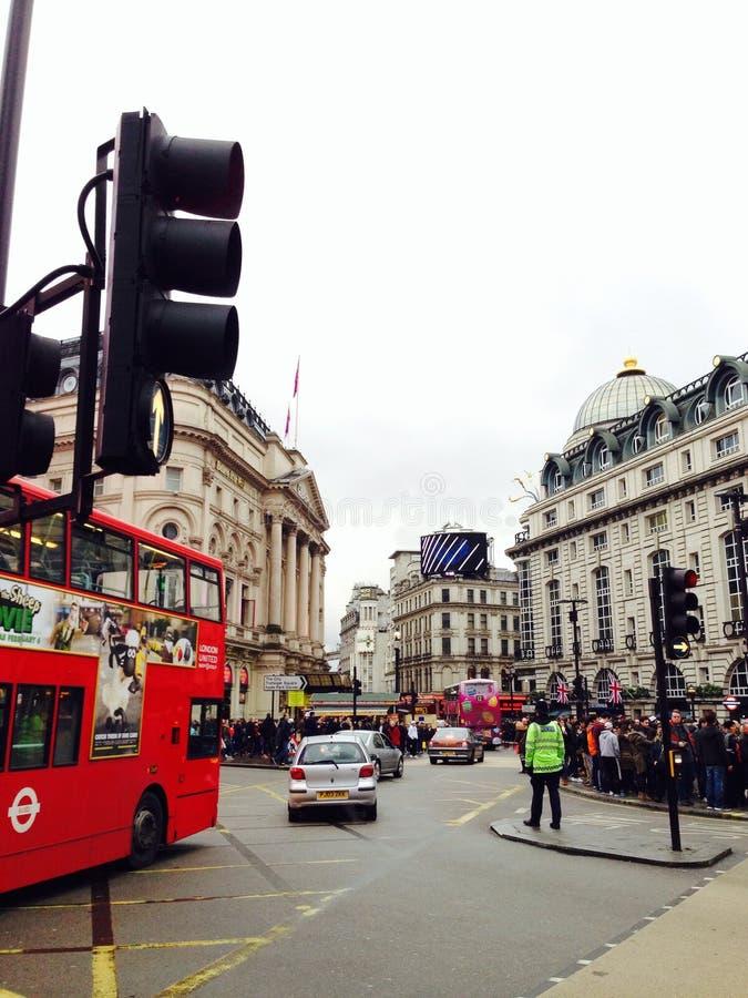 Tillfångatagande av livligheten av London på den Oxford gatan fotografering för bildbyråer