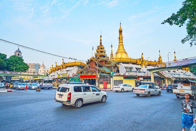 Tillkrånglad väg på Sule Pagoda, Yangon, Myanmar fotografering för bildbyråer