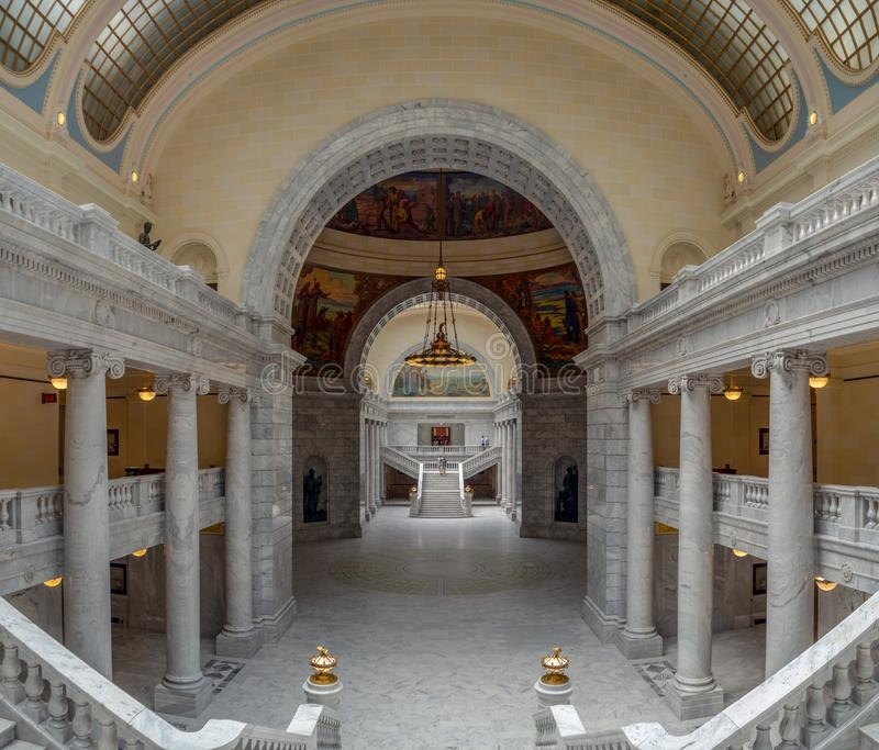 Tillstånd av det Utah Capitol Hill komplexet i Salt Lake City, historisk yttre rotundakupolinre, hus, senat och soupremedomstol arkivbilder