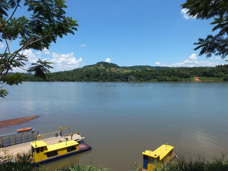 Tillståndsgräns, i söderna av Brasilien korsa den Uruguay floden arkivfoton