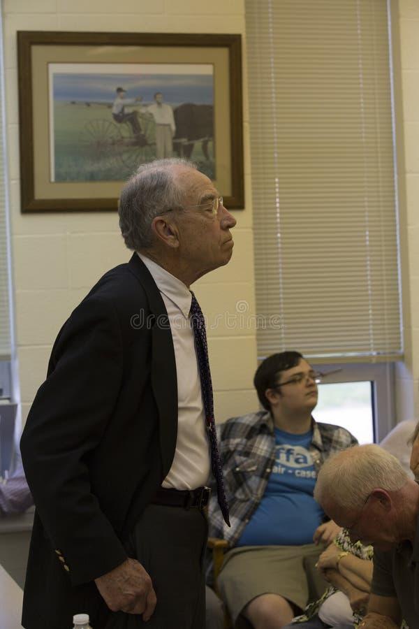 Tilltalar den judiciella ordföranden Charles Grassley för senaten konstituent arkivfoto