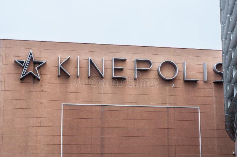 Tillträde med logo på fasad av den Kinepolis bion royaltyfria bilder