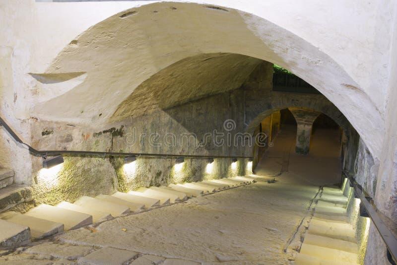 Tillträde till vinkällaren i den Konigstein fästningen royaltyfri foto