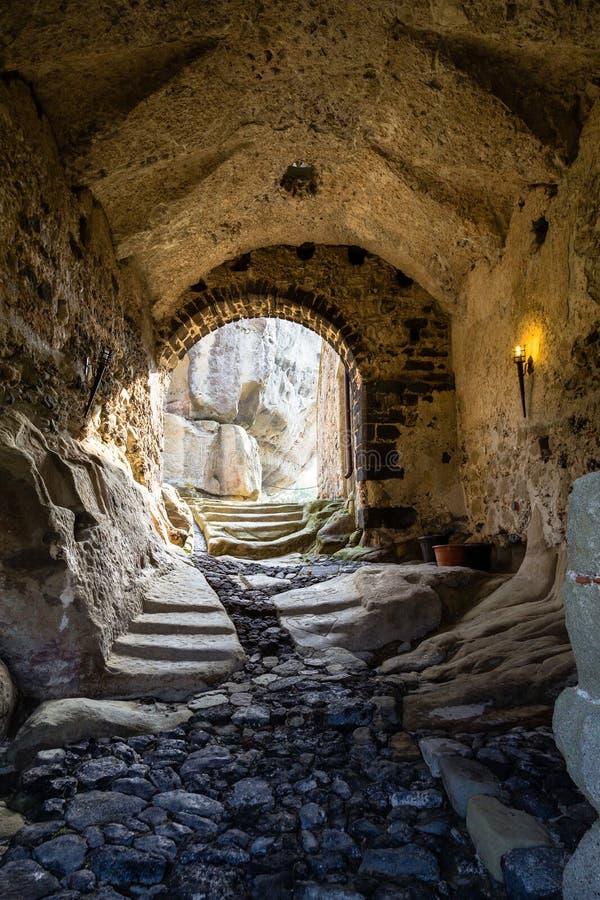 Tillträdesporten av den Lauria slotten i Castiglione di Sicilia fotografering för bildbyråer