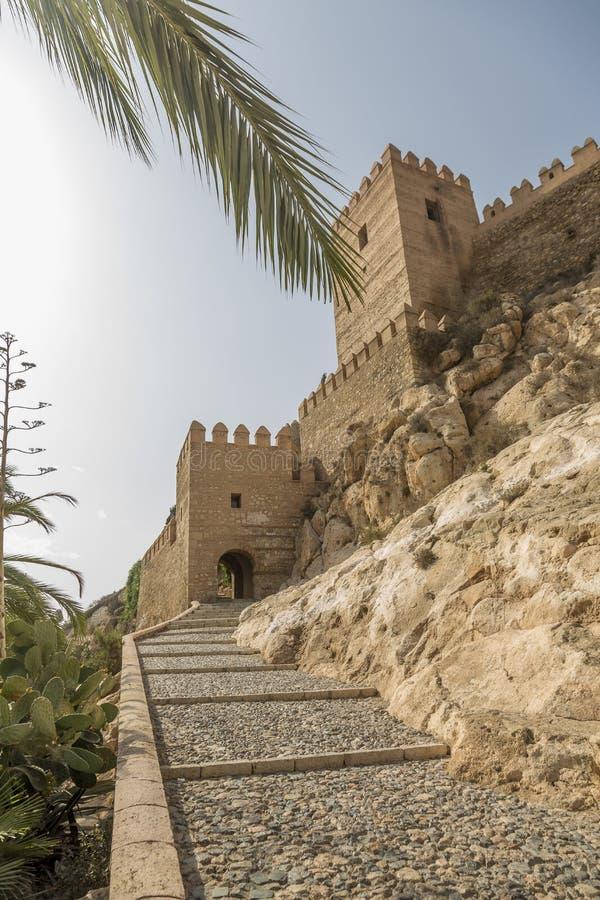 Tillträdestrappuppgången Alcazaba arkivbild