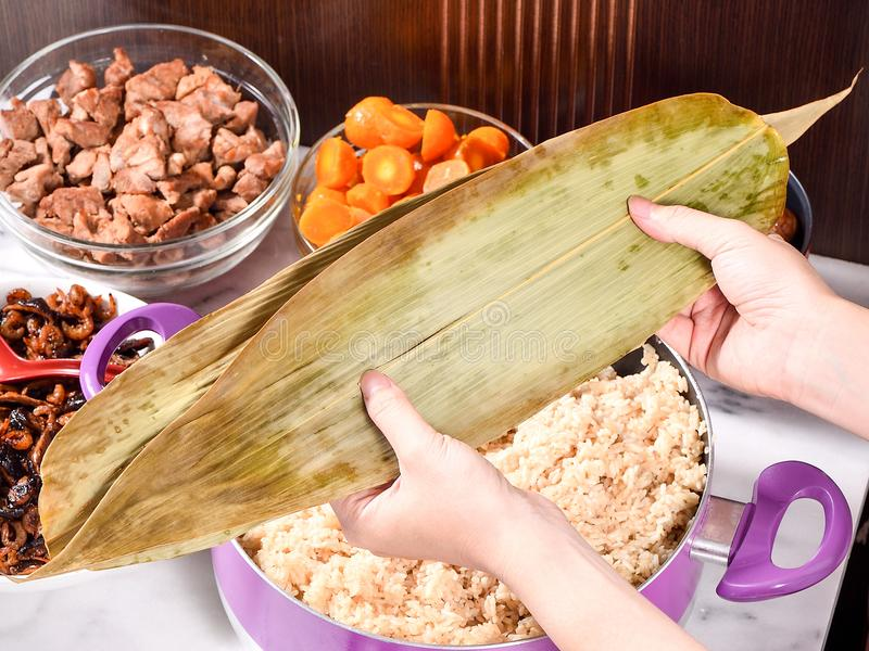 Tillvägagångssättmoment av danandezhonzien eller risklimprecept på Dragon Boat Festival arkivfoton