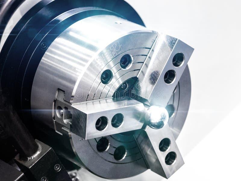 Tillverkande yrkesmässig drejbänkmaskin för CNC industriellt begrepp royaltyfria bilder