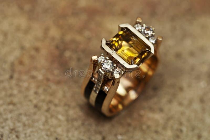 Tillverkning och reparation av smycken fotografering för bildbyråer