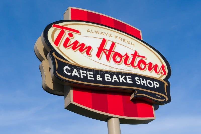 Tim Hortons Restaurant Exteior och logo royaltyfri bild