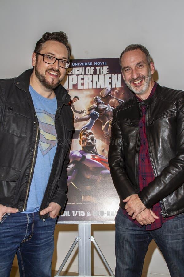 Tim Sheridan et Jim Krieg à la première du règne des surhommes photos libres de droits