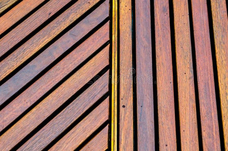 Timber обширный наклонять и вертикальная картина в одном кадре стоковые изображения