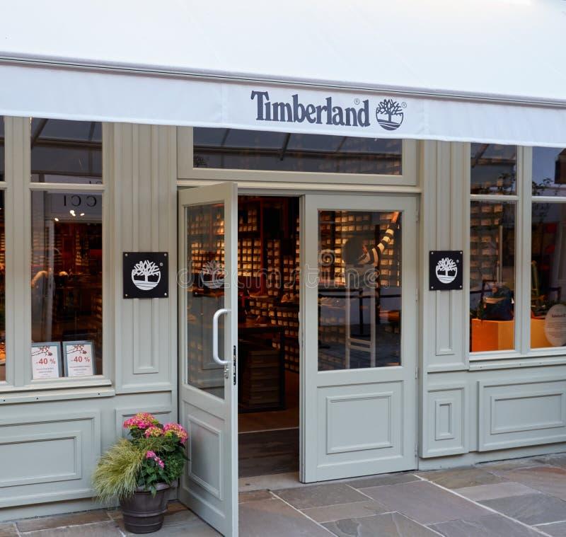 Timberland boutique in het Dorp van La Vallee stock afbeeldingen