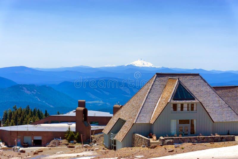Timberlineloge och Mt Jefferson fotografering för bildbyråer