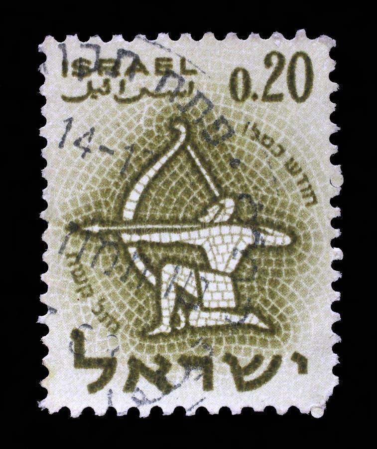 Timbre imprimé en Israël, signe d'expositions du Sagittaire de zodiaque photos stock
