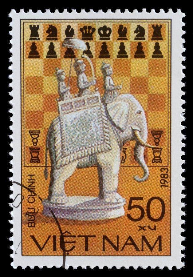 Timbre-poste du Vietnam avec l'éléphant d'échecs photos stock