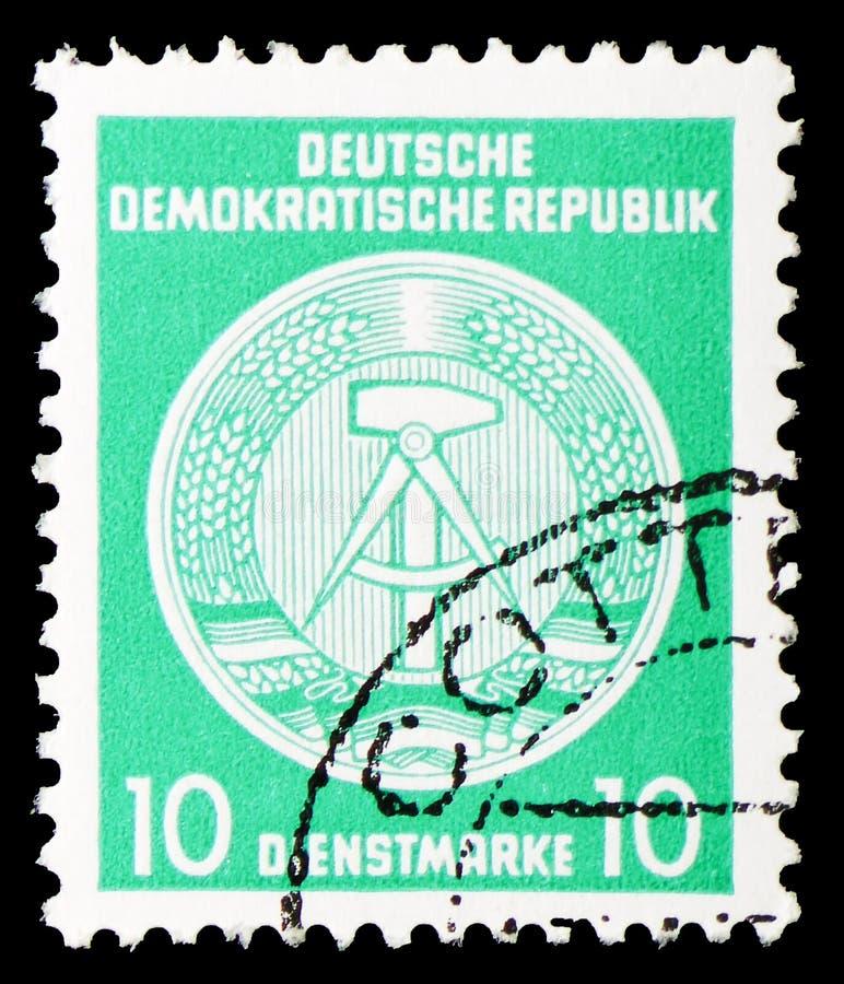 Timbres officiels pour le courrier B d'administration serie de typographie d'II et d'III, de marteau et de boussole, vers 1954 photographie stock