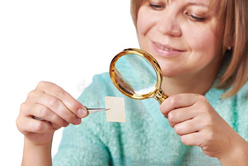 Timbres-poste de observation de femme d'isolement photo libre de droits