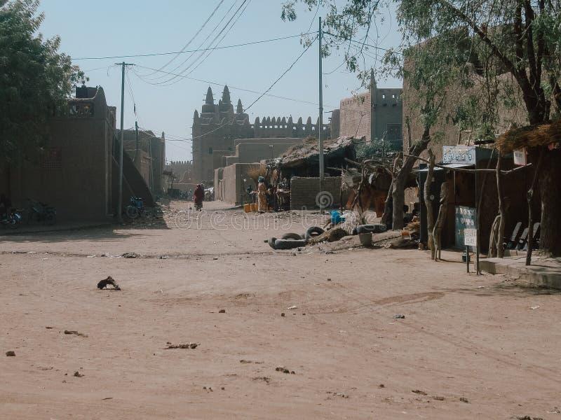 Timbuktu, Mali, Afrika - Februari 3, 2008: Straatmening van de stad van Timbuktu in Mali Africa royalty-vrije stock afbeeldingen