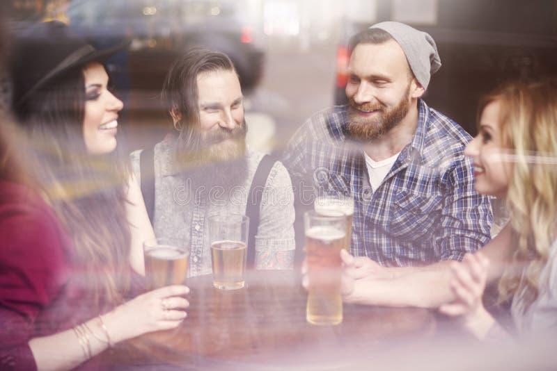 Time för öl arkivbild