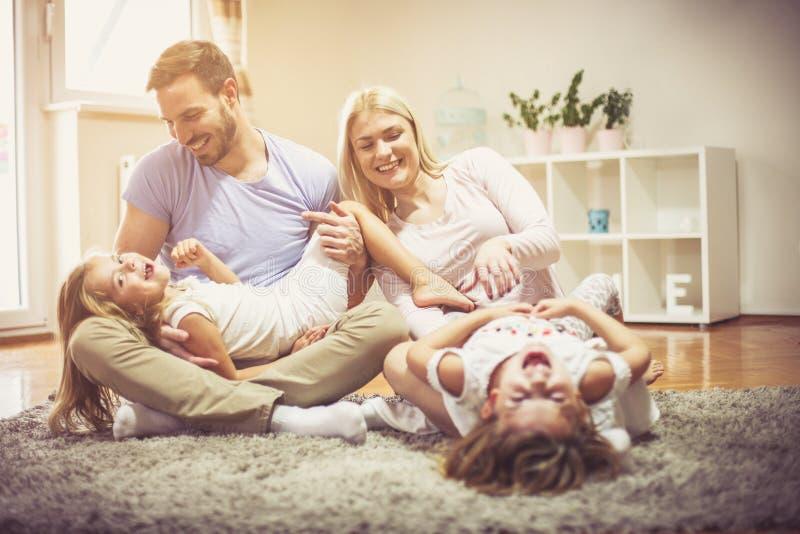 Time för familj finns alltid arkivfoton