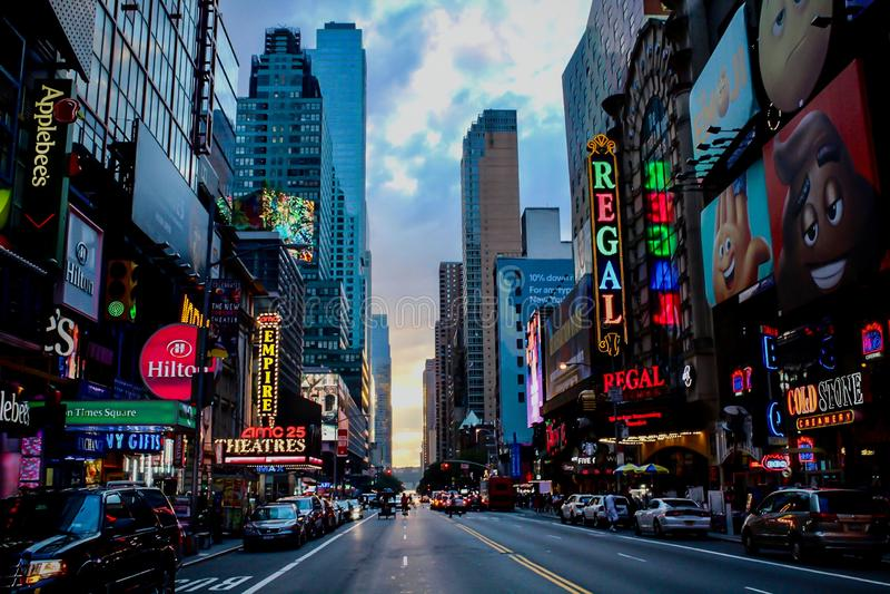 Time Square på skymning arkivfoto