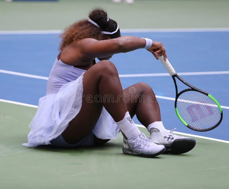 23-time wielkiego szlema mistrz Serena Williams w akci podczas jej 2018 us open round 16 dopasowanie przy Krajowym tenisa centrum zdjęcie royalty free