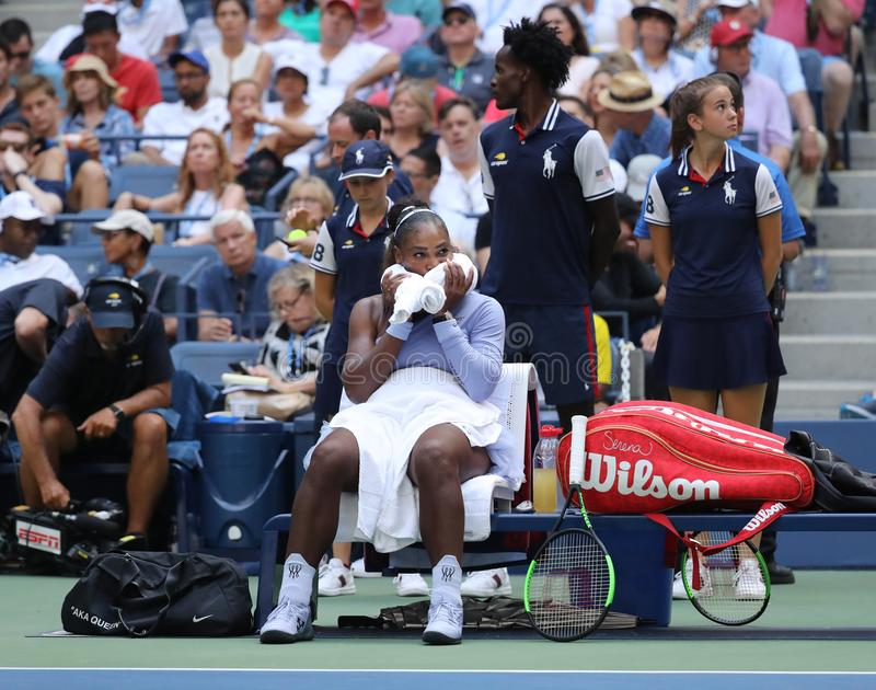 23-time wielkiego szlema mistrz Serena Williams w akci podczas jej 2018 us open round 16 dopasowanie przy Krajowym tenisa centrum zdjęcie stock