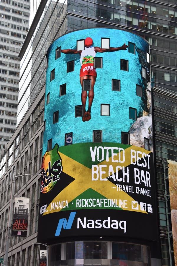 Times Square, caracterizado com teatros de Broadway e sinais animados do diodo emissor de luz, em Manhattan imagem de stock royalty free
