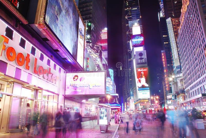 Times Square de New York City avec des gens photographie stock