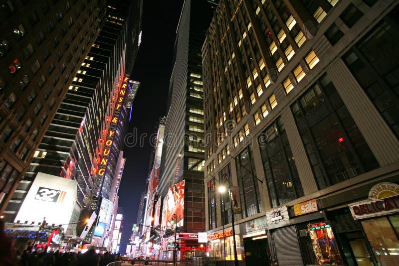 Times Square de NEW YORK CITY, vida noturna da rua de New York fotos de stock