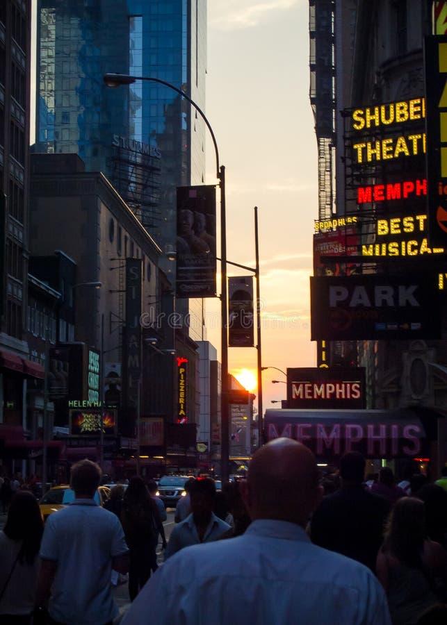 Times Square de NYC en la puesta del sol fotografía de archivo