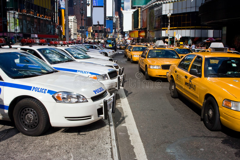 Times Square-Fahrzeuge lizenzfreie stockfotografie
