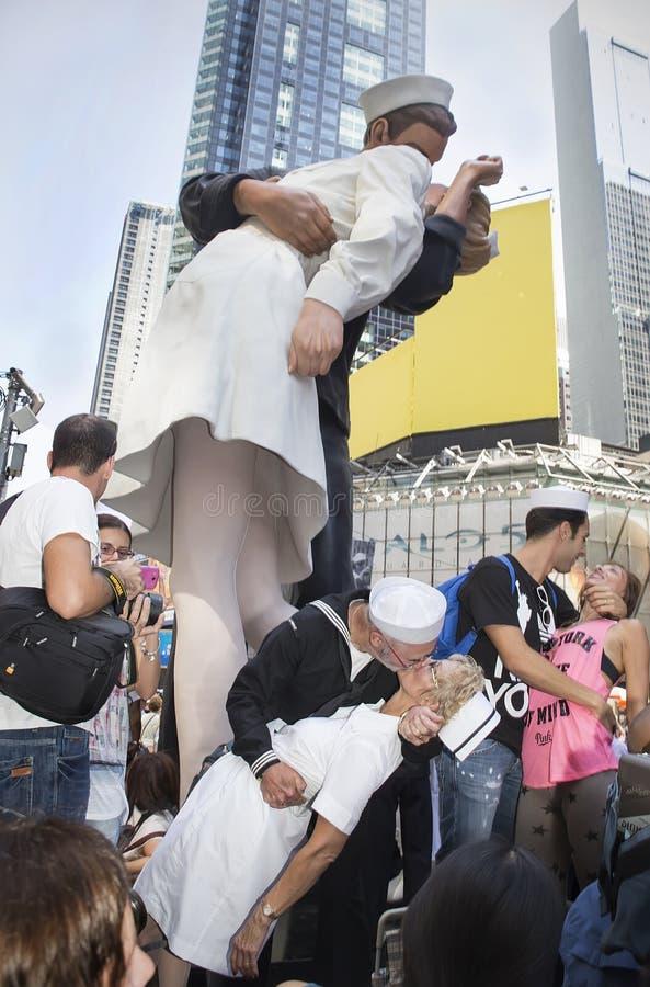 Times Square Kuss-in lizenzfreie stockbilder