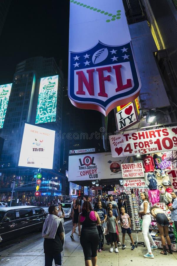Times Square la nuit à New York City, Etats-Unis image stock