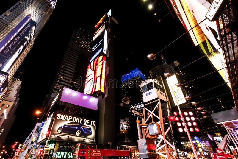 Times Square la nuit photographie stock