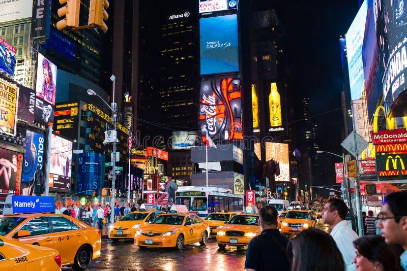 Times Square la nuit images stock