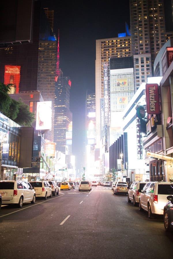 Times Square na noite em Manhattan do centro, New York City fotografia de stock