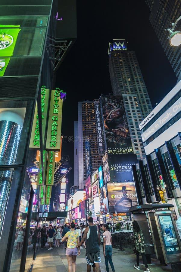 Times Square na noite em New York City, EUA fotos de stock