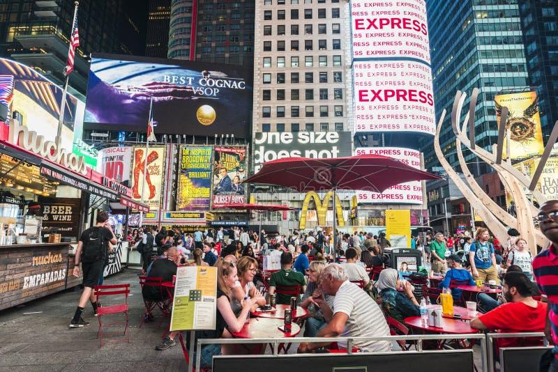 Times Square na noite em New York City, EUA foto de stock royalty free
