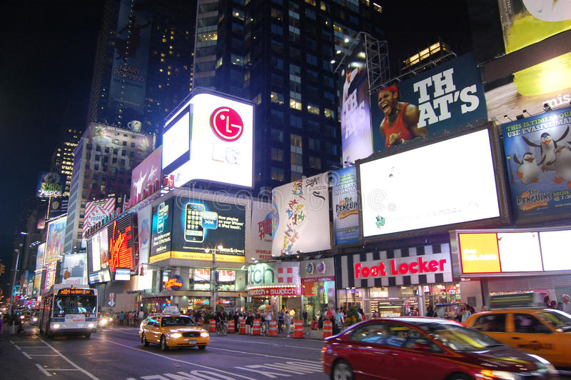 Times Square na noite, New York City fotos de stock royalty free
