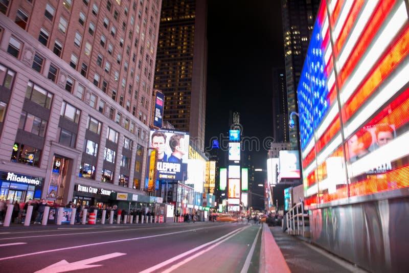 Times Square, New York, de Verenigde Staten van Amerika Straatfoto bij nacht in Mei 2019 stock afbeelding