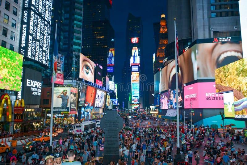 Times Square New York uit Duffy Square wordt genomen dat royalty-vrije stock afbeelding