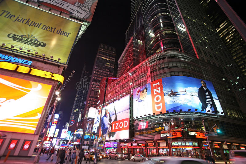 Times Square, Nowy Jork nocy uliczny życie. Nowy Jork który jest zdjęcie stock