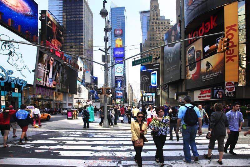 Times Square, ofrecido con los teatros de Broadway y el gran n?mero de muestras del LED foto de archivo