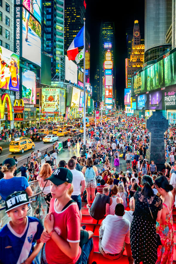 Times Square på natten i New York City royaltyfria foton