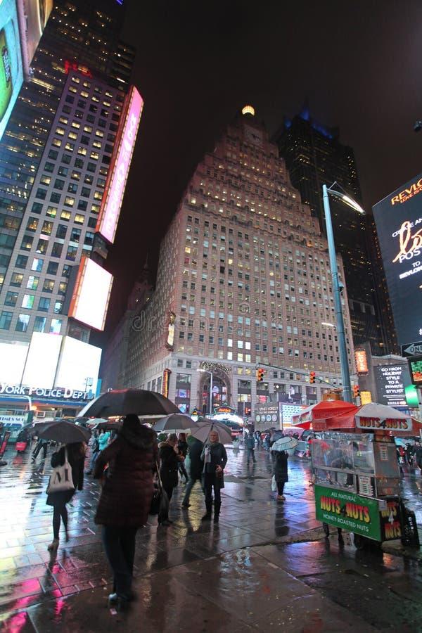 Times Square par la nuit pluvieuse, NYC photographie stock